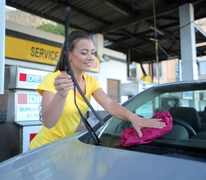 How To Clean Your Windscreen With Car Windscreen Cleaner